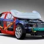 Подушки безопасности выберутся на внешние панели автомобилей