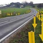 Австрийцы отучивают водителей мусорить на дорогах огромными указателями