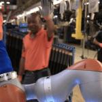 Сборочные роботы на заводе Ford научились подавать кофе