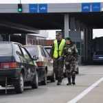 Гройсман поручил упростить контроль автотранспорта на границах
