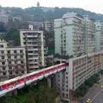 В Китае проложили железнодорожные пути сквозь жилой дом