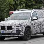 Самый большой семиместный внедорожник BMW X7 вновь снят фотошпионами