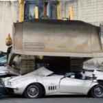 На Филиппинах раздавили несколько десятков дорогих авто