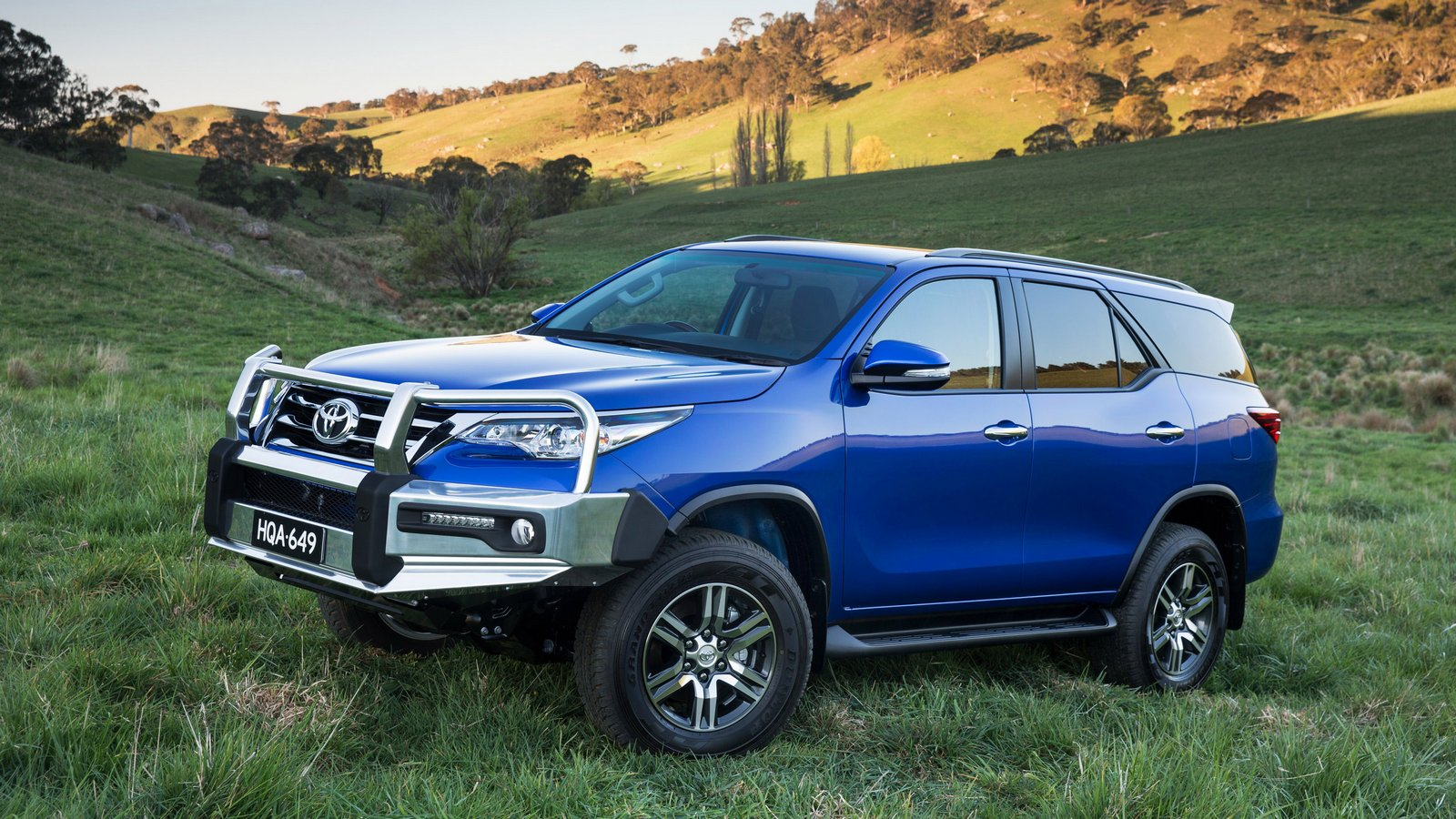 2015 Toyota Fortuner GXL with Toyota Genuine alloy bull bar