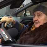 81-летняя бабушка ездит за рулем Subaru WRX STI