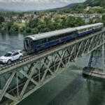 Land Rover Discovery Sport протащил по мосту 100-тонный поезд (видео)