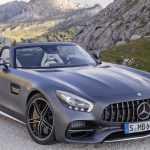 Mercedes AMG GT Roadster и GT C Roadster показаны перед Парижем
