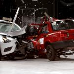 Американцы столкнули в краш-тесте старый и современный Nissan
