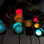В Киеве на улице Мельникова установят светофоры с интеллектуальным управлением