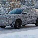 Кроссовер Jaguar E-Pace впервые показался с серийным кузовом