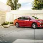 Седан Subaru Legacy 2018 получил новую электронику и стал богаче