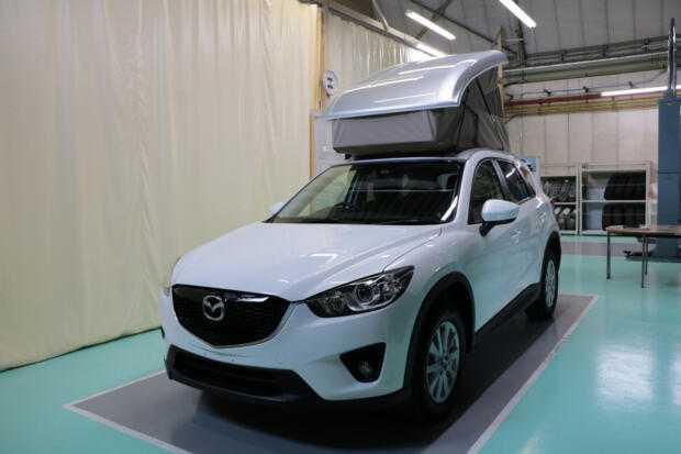 Mazda установила палатку на крышу кроссовера CX-5