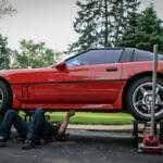 Видео: Как безопасно поднять автомобиль при помощи домкрата