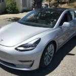 Первые покупатели Tesla Model 3 смогут выбирать только цвет кузова и размер колес