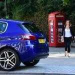 Peugeot продает автомобили в телефонной будке