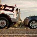 Невероятно, Land Rover Discovery провез на буксире 110 тонный автопоезд: Видео