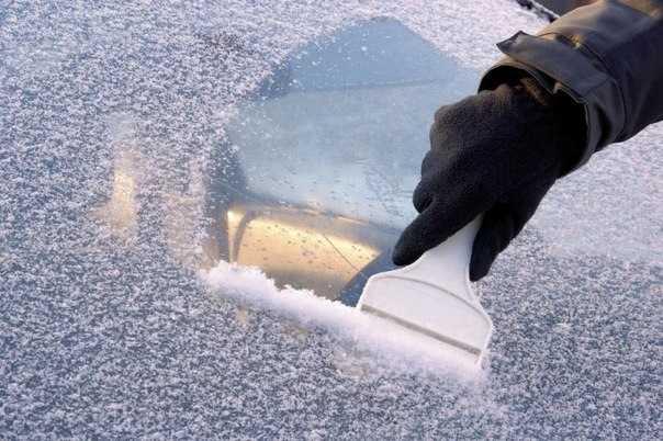 Замерзшие стекла на авто