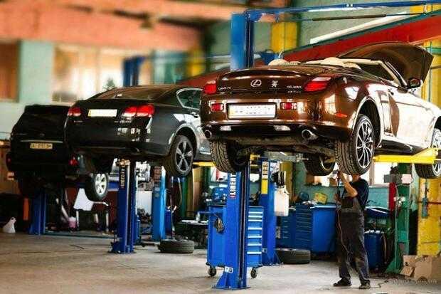 """Техническое обслуживание и ремонт автомобилей является одной и з самых востребованных на данный момент услуг. Активное использование машин как частными лицами, так и различными предприятиями сделало эту сферу деятельности особенно популярной. Поэтому спрос на этот вид услуг никогда не ослабнет, что и позволяет открывать многочисленные СТО. Для того, чтобы заставить автосервис работать наиболее эффективно, потребуется приложить немало усилий. Работа СТО состоит из многочисленных нюансов, которые требуют постоянного внимания. Чтобы хоть как-то оптимизировать работу и повысить доходы, используется специализированное программное обеспечение, которое было создано с учётом тонкостей работы в этой сфере деятельности. <a href=""""https://autodealer.ru/solution"""">Программа заказ наряд</a> и техническому обслуживанию автомобилей позволяет организовать работу СТО на должном уровне, используя весь её богатый функционал. •Нормирование времени на выполнение работ. Каждый сотрудник должен наиболее эффективно использовать отведённое ему рабочее время. Поэтому все работы, которые требуется произвести с автомобилем, нормируются и строго учитываются. При помощи программного обеспечения можно эффективно организовать работу сотрудников с многочисленными заказами, чтобы избежать непродуктивно проведённого времени. <a href=""""https://autodealer.ru/solution"""">Автосервис программа</a> позволяет ускорить выполнение работ, а также в любое время получить информацию о этапе ремонта конкретного автомобиля. •Работа со складом. Эффективная работа автосервиса во многом зависит от наличия запасных частей и расходных материалов. Некоторые из них являются наиболее востребованными, поэтому вовремя пополненный запас поможет избежать остановки в работах. Использование <a href=""""https://autodealer.ru/solution"""">программы для автосервиса по ремонту</a> позволяет вести складской учёт, отслеживать оставшееся количество материалов, а также вовремя делать заказ. Заказ запасных частей делается при помощи этой же програм"""
